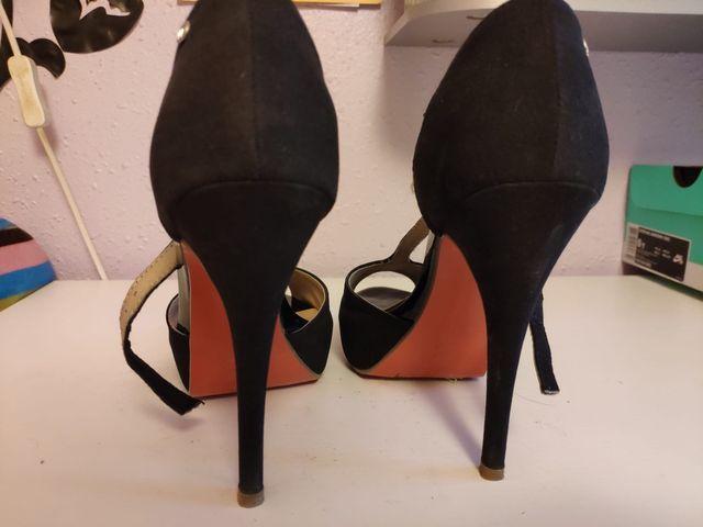 Zapato tacón negro mustang