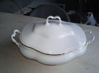 Sopera porcelana borde Oro
