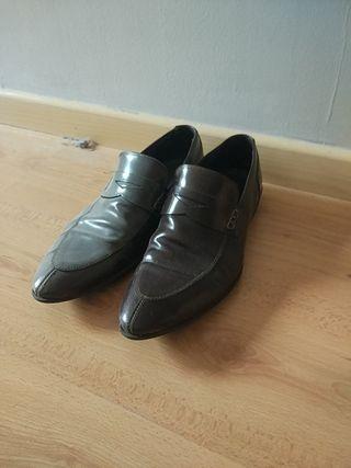 Zapatos estilo retro marrones burdeos
