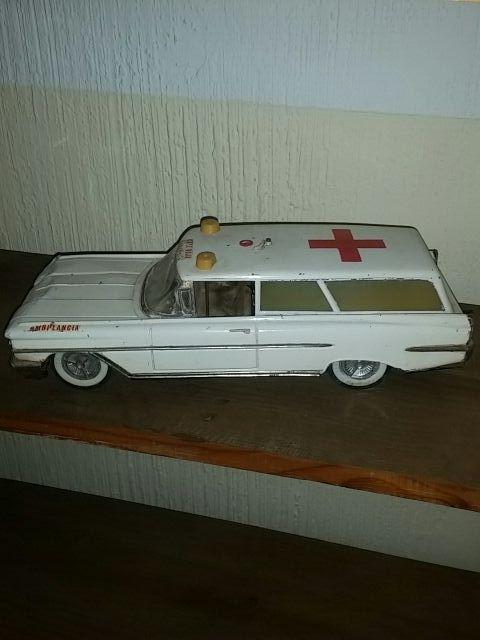 coche ambulancia antiguo