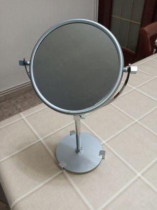 espejo de maquillaje con aumento