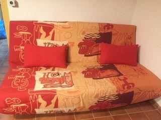 Sofá cama de tres plazas en perfecto estado