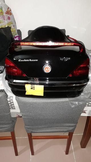 baúl para custom con luces y respaldo