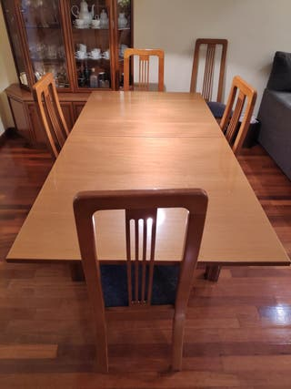 Taula i cadires menjador