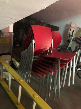 Se venden sillas para restaurante / oficina