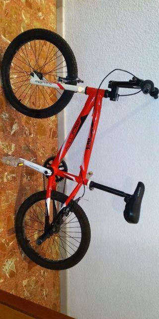 BICICLETA BMX EN PERFECTO ESTADO. NEGOCIABLE