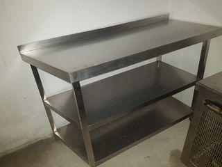 mesa 3 estantes