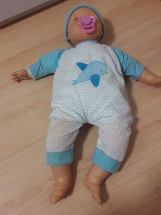 Bebé muñeco recién nacido