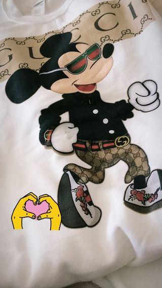 Sudadera y camiseta