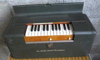 PIANO PORTATIL - BARTOLINI // De chapa