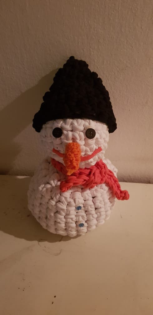 Muñecos de nieve de 30 y 20 cm (12 y 8euros)