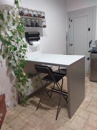Mesa alta de cocina tipo barra con 4 sillas