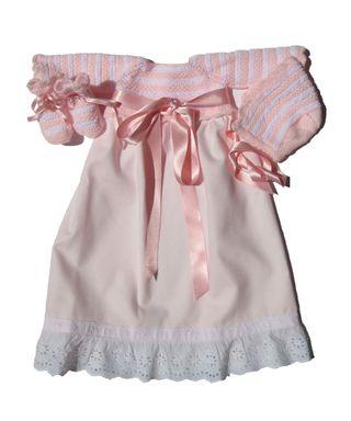 Conjunto faldón, capota y patucos rosa bebe, nuevo