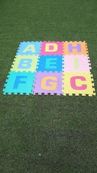 alfombra puzzle nueva 90 x 90