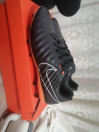 vendo botas de futbol para cesped artificial