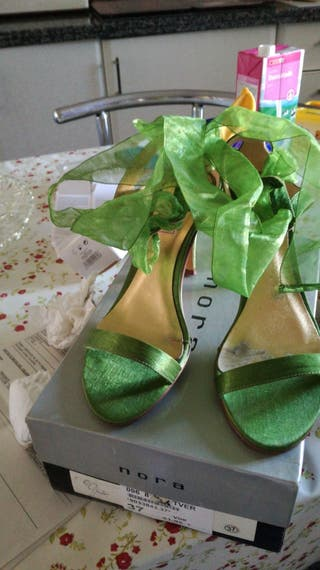Sandalias de tacón alto de organza verde