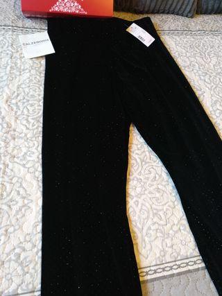 pantalón nuevo con etiqueta CALCEDONIA