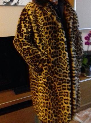 Abrigo piel estampado leopardo