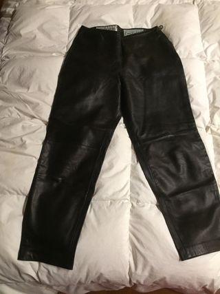 Pantalón de piel