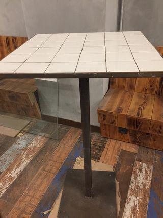 Mesa alta hierro y azulejo