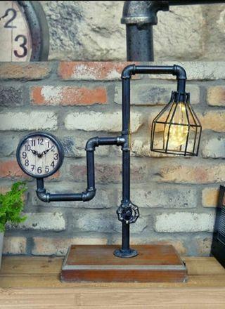 Lámpara con reloj industrial