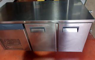 Mesa fria industrial 2 puertas