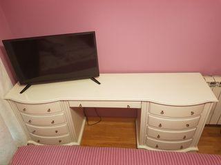 Mesa escritorio con cajones y banco a juego
