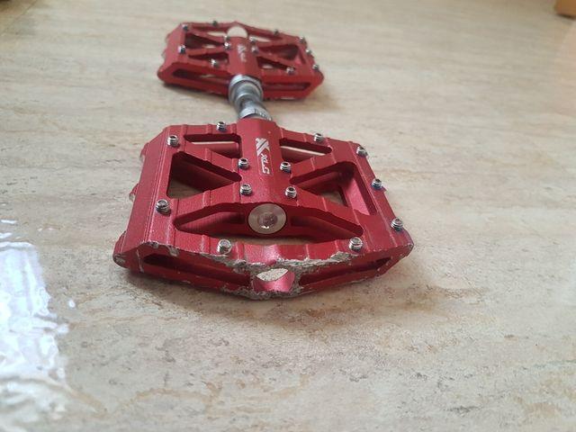 pedales de plataforma xlc rojos