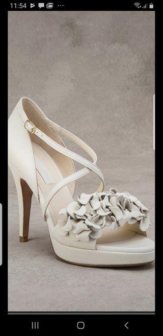 Sandalias de novia Pronovias