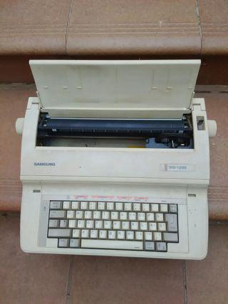 Maquina de escribir eléctrica.