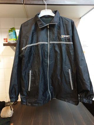 chubasquero negro con cremallera capucha y bol