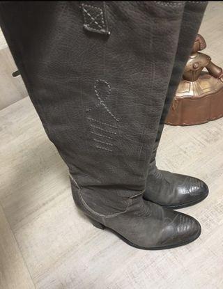 Botas piel grises