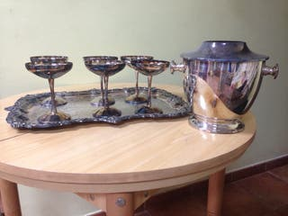 Copas de plata, cubitera y bandeja