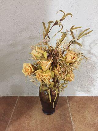 Jarrón con flores secas