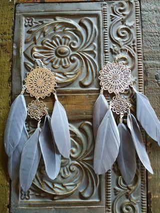 Conjunto collar y pendientes de plumas