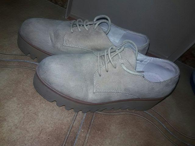 zapatos beige