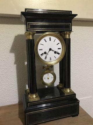 Antiguo reloj francés madera y bronce.