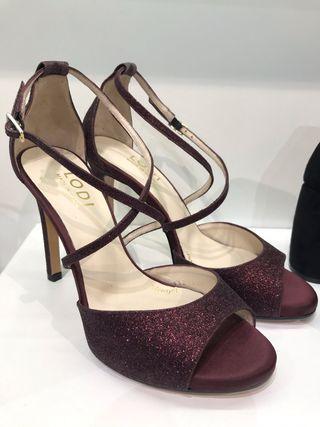 Zapato de tacón color burdeos Lodi