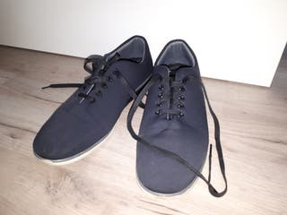 Zapatos número 44 con suela memory foam.