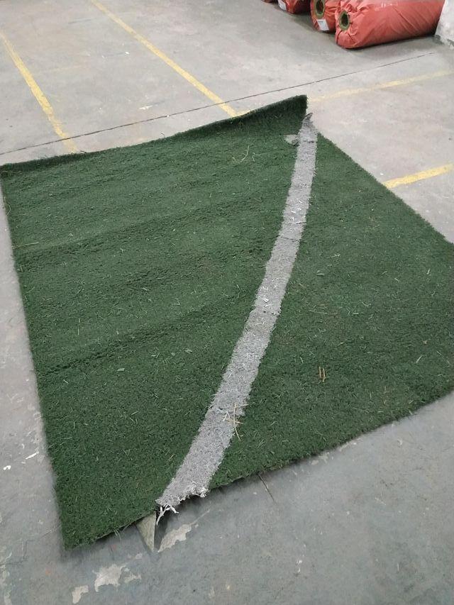 Césped artificial usado, pieza de 1,80 x 2,00