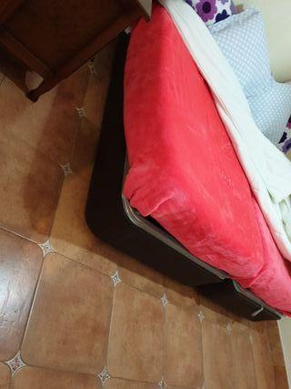 dos camas de 1,05 con su canapé cada una .