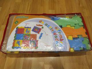 Alfombra de actividades tipo puzzle