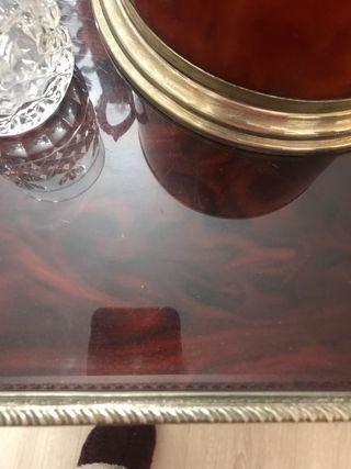 Mesa-bandeja para servicio de whisky
