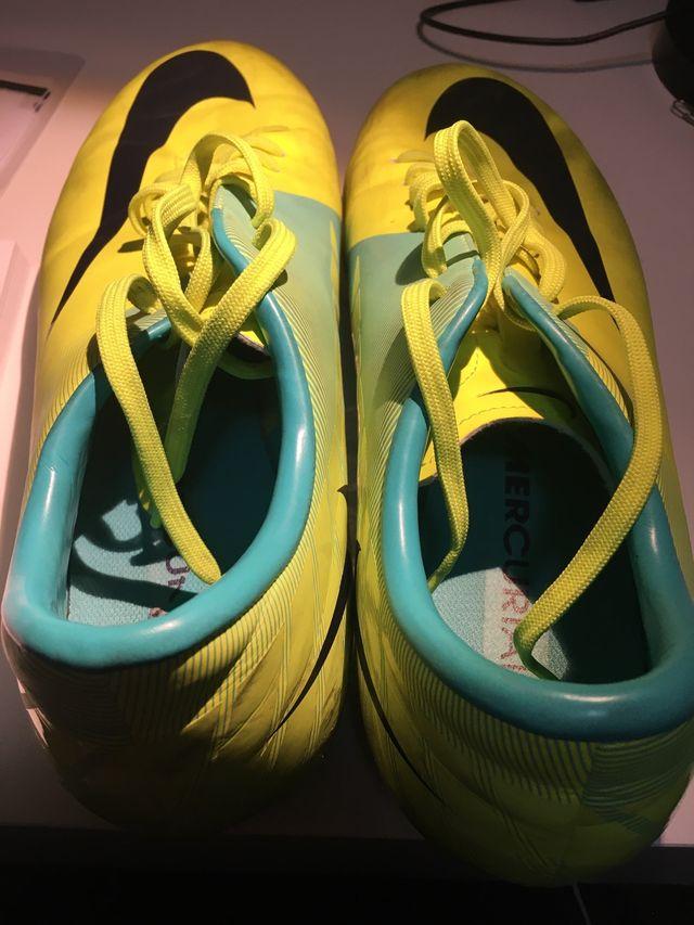 Botas de fútbol césped artificial