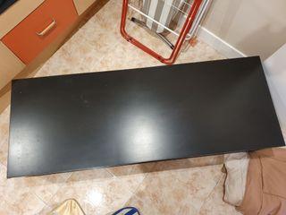 Mesa de madera negra