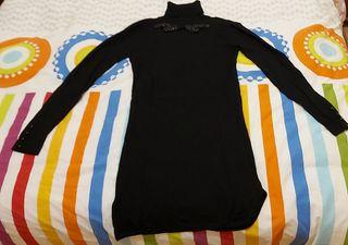 Vestido negro pedrería de Mango