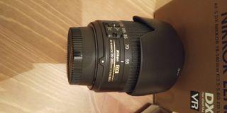 Objetivo Nikon DX 55-200 con capucha