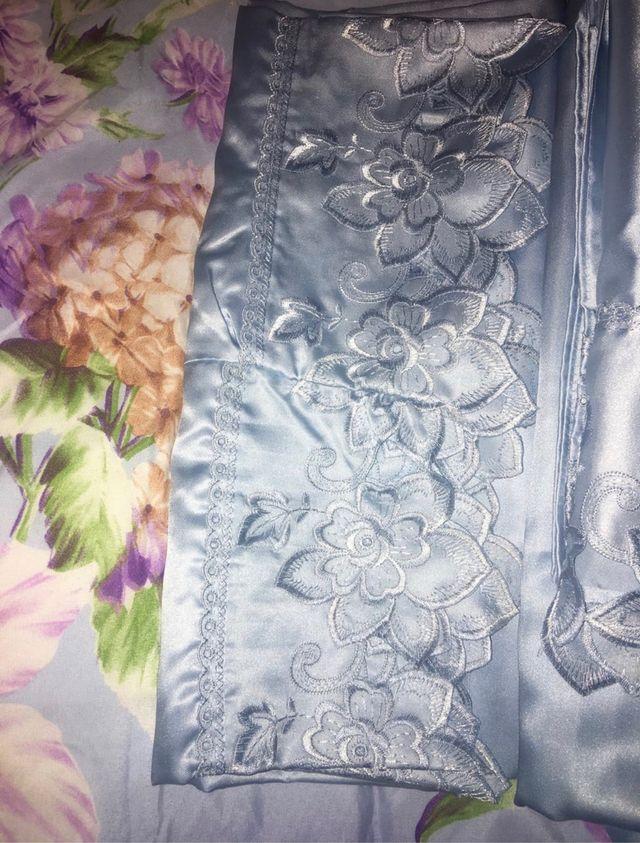 Juego de sábanas de raso bordadas nuevas