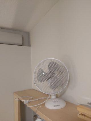 Ventilateur de table 90% nouveau/ Desk Fan 90% new