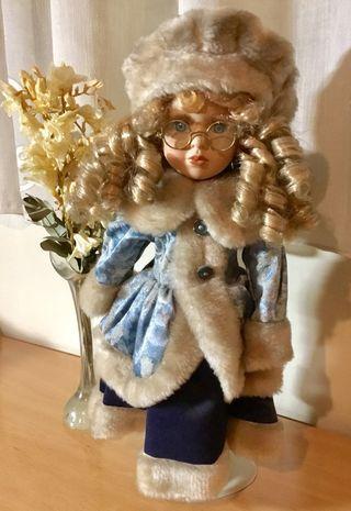 Muñeca de porcelana estilo ruso s.XX, intacta